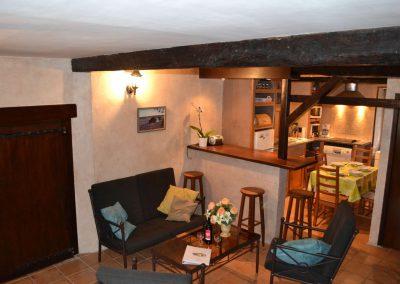 Gîte du Métayer - de zithoek met doorkijkje naar de keuken