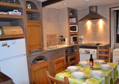 Gîte du Métayer - de keuken met gedekte tafel