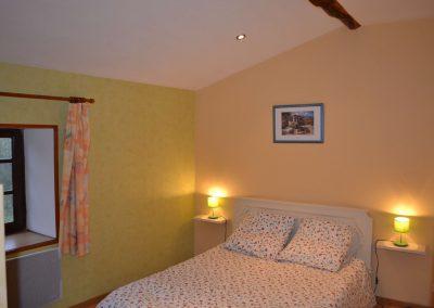 Gîte du Métayer - tweepersoonsbed in de vierpersoons-slaapkamer