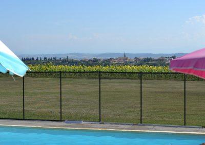 Domaine Las Brugues, profitez de la piscine avec vue sur les tournesols et le village