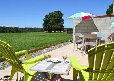 Gîte Le Terrefort genieten van aperitief op het eigen terras